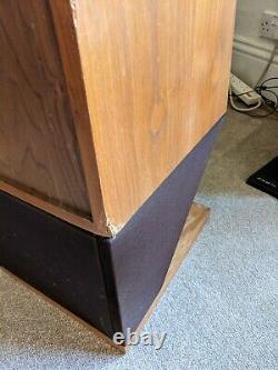 B&W Bowers and Wilkins DM16 Floorstanding speakers