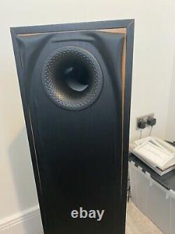 Bowers & Wilkins 684 Floorstanding Speakers (Black Ash)