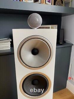 Bowers & Wilkins 702 s2 floorstanding speakers