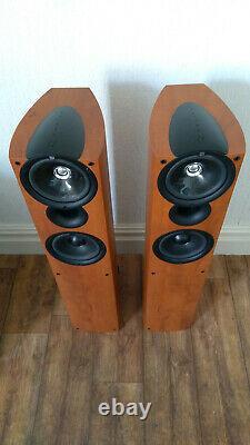 KEF Q4 Floor standing speakers Floorstanding Excellent sound & Great Condition