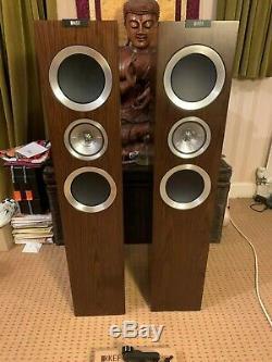 KEF R700 Speakers (Pair) Walnut Ex Demo Floorstanding Some damage to top