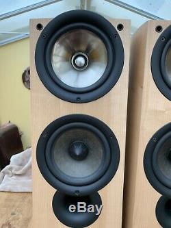 Kef IQ5 Floor standing Speakers, Light Oak. Immaculate Condition