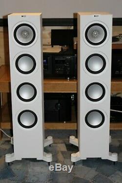 Kef Q550 Floorstanding Speakers, A1 Condition, In White. Stunning Speakers